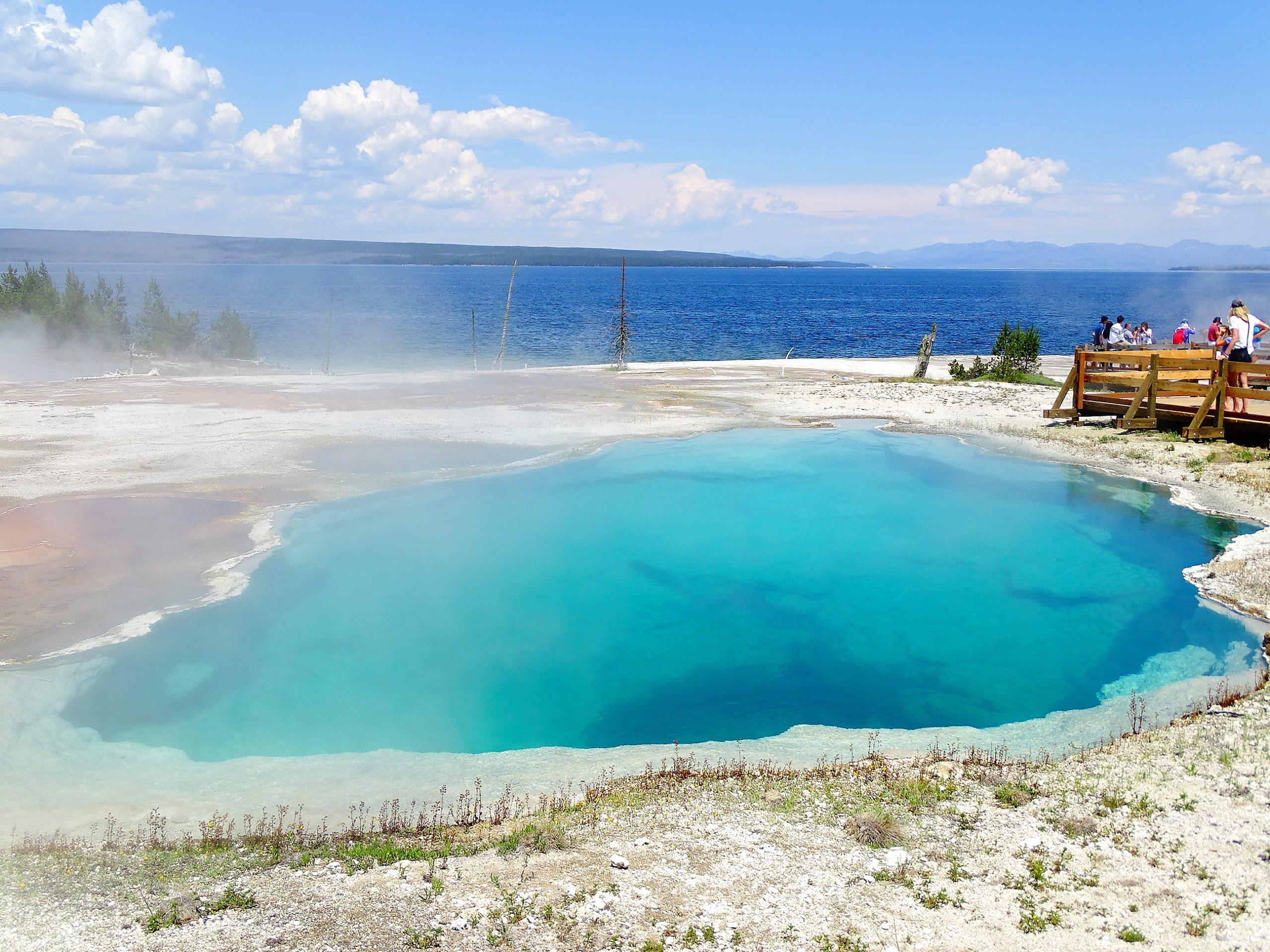 Laguna 03 con Lago Yellostone y borde caldera